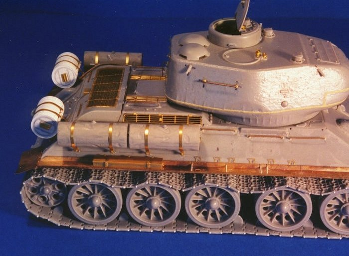 rear view of the unpainted model's right side.You can notice the several  photo-etched details,expecially the engine grilles,turret details and new track pins