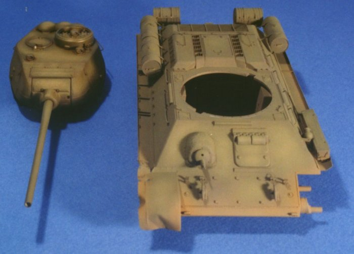 the model after the first shading.Only the turret has received the wash