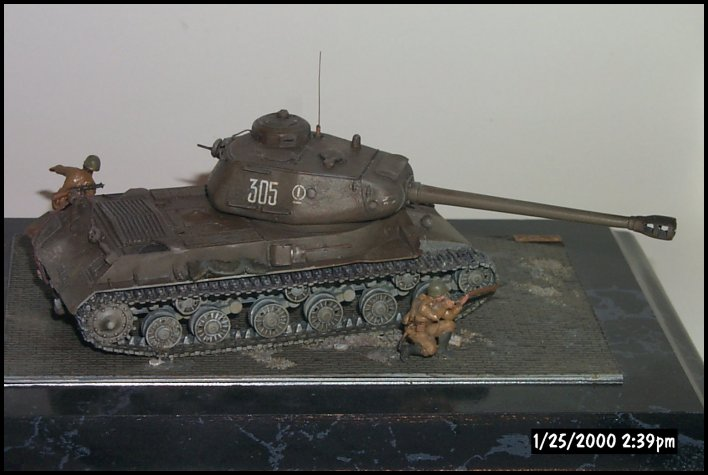 Right side of IS-2. I like to include figures with my models to give a better sense of scale. Battle damage is evident on the mantlet just behind the gun. The kit supplied AA mg was a poorly molded and not installed